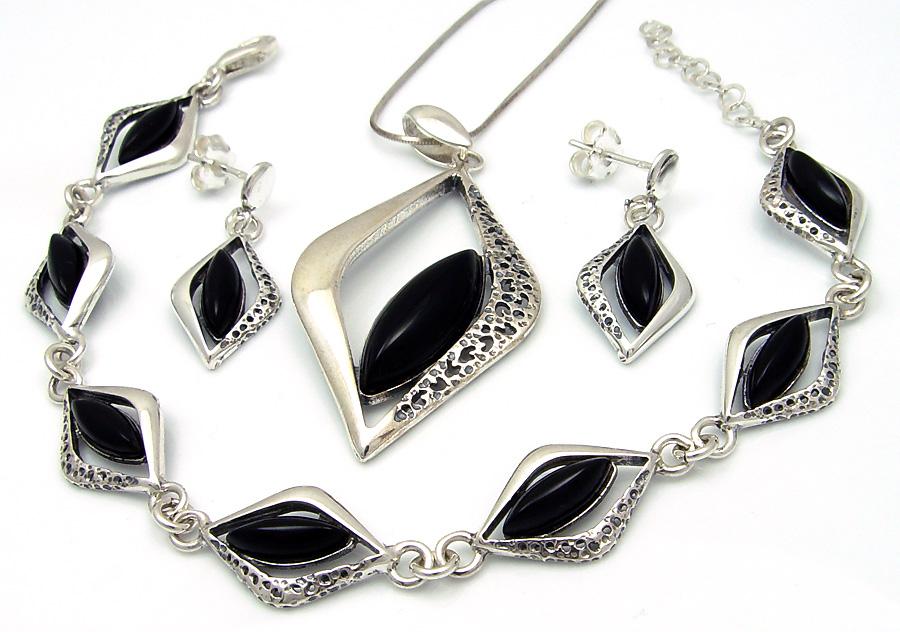 6820537cb2c0f5 Biżuteria srebrna z onyksem.